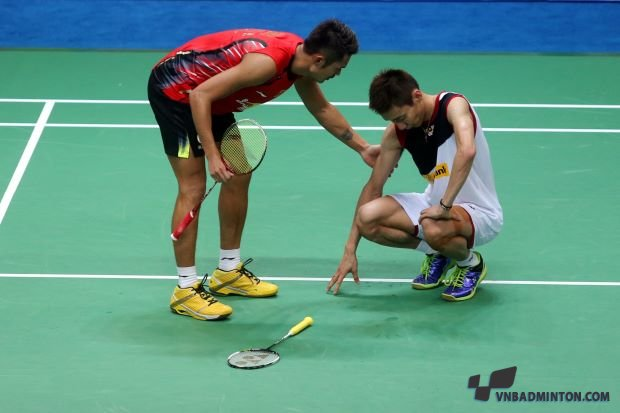 Lee Chong Wei right helped by Lin Dan.jpg